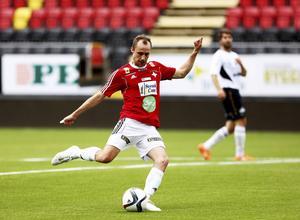 Här smäller det igen. Patrik Lindgren var målfarlig värre mot Björna.