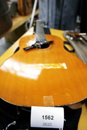 En gitarr som sett sina bästa dagar kan bli ett fynd.