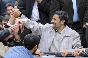 Irans president Mahmoud Ahmadinejad i november 2009 efter valsegern, som dock omgärdades av misstankar om valfusk. Arkivbild.