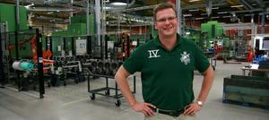 Lars Christiansson, vd vid Getrag All Wheel Drive i Köping som firar framgångar med sin personal på fredag.