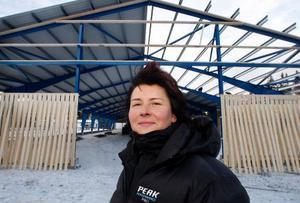 – Eftersom intresset för hästar är så stort i länet tror jag stenhårt på idén med att låta privatpersoner och företag hyra in sig här, säger Inger Netterström, Frösön. Foto: Jan Andersson
