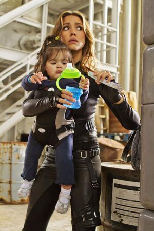 Jessica Alba har lagt spionkarriären bakom sig men dras in i en kamp mot den skurkaktige tidsväktaren.Spy Kids 4D är en film för barnen – inte för deras föräldrar.