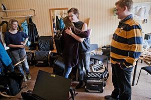 LyckoKram. I mitten syns Lisa Wenerklang. Hon har spelat dragspel sedan hon var sju år, nu är hon 14.