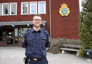 Samverkan är ledordet för kommunpolisens Thomas Nordström. Han är kontakten mellan kommunen, näringslivet, medborgare och polisen.