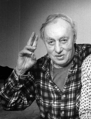 KULTFIGUR. Nästan 20 år efter sin död har Gävleoriginalet Mårtsbo-Slim blivit något av en kultfigur. Han finns på Facebook, har en egen webbsida och nu pratas det om att resa en staty över honom.