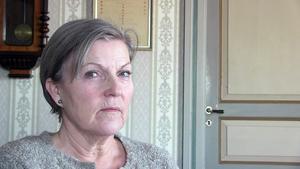 – Släpp inte in personer på hembesök som saknar legititimation. All hemtjänstpersonal ska ha fotolegitimation med sig, säger Elin Josefsson.