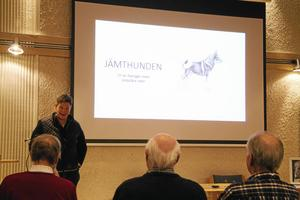 Kerstin Henriksson höll ett föredrag om jämthunden.
