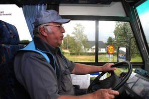 Anders Broberg startar ett verkstadsföretag vid sidan av bussåkeriet. Själv kommer han att fortsätta att köra. Verkstaden drivs med nyrekryterad personal.