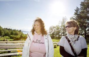 Maria Ivarsson, 37 år, Östersund och Lena Hurtig, 45 år, Krokom.– Det är andra gången jag är här, säger Lena Hurtig.– Jag har varit här säkert tio gånger! Anders Jakobsson är min favorit som Arnljot, han var med lite längre bak i tiden. Det är en speciell atmosfär här: platsen, vädret, att det är amatörer som spelar ... Men tänk om inte Arnljot dog varje gång, då slapp jag gråta! säger Maria Ivarsson.