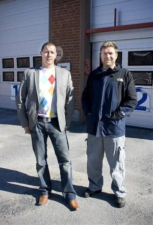 Bravur Byggs ägare Martin Eriksson och Sven Högström köper gamla bilprovningen som blir utbildningslokal för eleverna på ställningsbyggslinjen. Nu finns planer på en friskola.