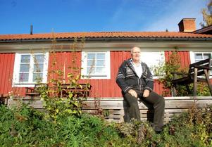 """Bengt Regin, planingenjör i kommunen, har gått i pension. Nu vill han bli möbelsnickare. """"Jag har alltid haft ett visst intresse för möbelsnickeri"""", säger han."""