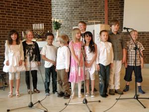Immanuelskolans yngsta elever tjuvstartade sommarlovet och hade skolavslutning i går.