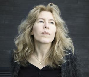 Therése Söderlind har fått Norrlands litteraturpris 2011 för sin debutroman Norrlands svårmod. Hennes nästa romanprojekt handlar om häxprocesserna och utspelar sig även i nutid.