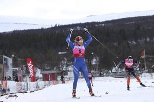 Stina Nilsson tävlade mot yngre skidåkare som fick chansen att också prata och fotograferas med den svenska sprintdrottningen.