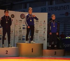 Att stå högst upp på pallen har börjat bli en vana för Söderhamnsbrottaren Carl Ågren.