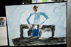 En av många trevliga målningar av eleverna på Nyhamre skola som visas i Bollnäs bibliotek.