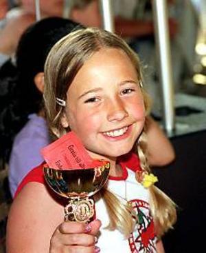 Foto: SVEN-ERIK ENGVALL Vinnare. Isabelle Messa, vann både en pokal och ett presentkort.