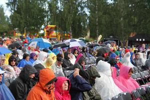 Regnet föll över Stenegård precis innan starten ...