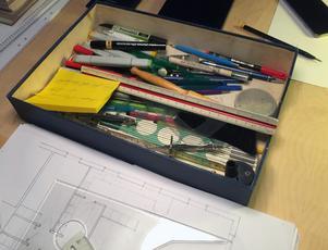 Trots moderna CAD-program föredrar Carl-Ingel Arvidsson att arbeta med penna och linjal.