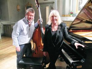 Kontrabasisten Palle Danielsson och pianisten Monica Dominique framträdde på fredagskvällen i en mycket uppskattad duokonsert i Jazz i Jämtlands regi i Sunne kyrka.