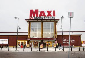 Ica Maxi blev utsatt för en fräck kupp.