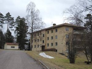 Flerbostadshus för personal vid Högbo centralsanatorium, och ekonomibyggnad. Falun