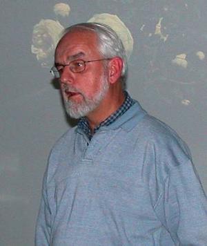 Rosvetare. Lars-Åke Gustavsson höll ett mycket intressent föredrag om rosor i ord och bild