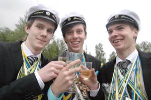 Mikael Woxberg, Johan Jonsson och Robert Olovsson var glada att det blir sommarlov innan de ska läsa vidare i höst.