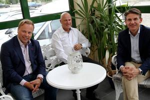 På måndagen mötte Stefan Karlsson, tv, och Christian Zeuchner, th, SMP-personalen tillsammans med Börje Blank, mitten.