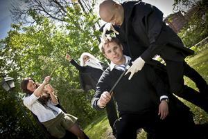 Robert Orr som Harry Potter, Joel Vespers som Voldemort, Evelina Ramzell som Hermione och Liza Tiger Ring som Dumbledore.
