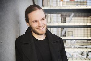 Jesper Lindgren från rockbandet Velvet Insane anordnar välgörenhetsgala till förmån för Kvinnojouren.