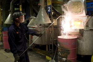 Mindre gjutet. Elva har förlorat jobbet på gjuteriet i Kolbäck, ytterligare sex har förlorat jobbet i Sörstafors. foto: jackie meh