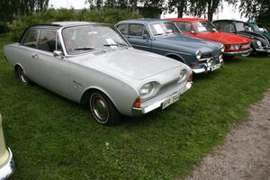 I en del av Öjeparken var det nostalgihörna med dessa bilklassiker.
