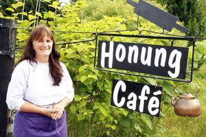 Nu har Birgitta Edholm slagit upp dörrarna till sitt Honungscafé
