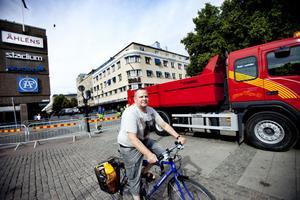 Lars Johansson tycker att centrum kunde vara bilfritt.– Jag är cyklist så mig gör det inget alls att de stänger av bilarna och bussarna.