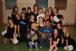 Cheerdansarna från Julle Allstars och Borås Musketeers har tagit hjälp av den amerikanske koreografen Jonathan Lewis inför VM i november.