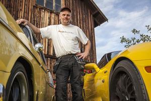 – Det är oftast oplanerade dagar som jag får mest gjort. En bra dag består av solsken, garagepyssel och lyssna på musik.  Jag tänker framåt, ser inte bakåt så mycket. Det är därför vindrutan är större än bakrutan, säger Jörgen Persson.