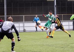Poängfixare. Allan Kosik gjorde båda Frankes mål i 2–2-matchen mot Huddinge på Råby IP i lördags. Franke har fortfarande en liten chans att vinna serien eller hamna på kvalplats till division 2.