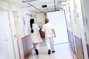 Hälso- och sjukvården är under stor ekonomisk press. Om inget görs väntas ett underskott på upp emot 150 miljoner kronor.
