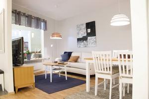 Så här kommer köks- och vardagsrumsdelen se ut för tvårummarna i trygghetsboendet Takterrassen som Uppsalaföretaget Realoption ligger bakom..