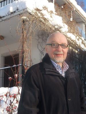 """HÅLLER MUSIKEN IGÅNG. Bosse Tigrén, 77, fortsätter med musiken så länge han kan. """"Jag har ju klarinetten att hålla mig i, så det är ingen fara!"""" säger han. Nya skivan har underrubriken """"Världens bästa möbelhandlare på klarinett"""" och är ett citat av Lasse Åberg."""