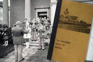 Bollnäs blåsorkester spelar under hundraårsfirandet 1978. Bild: Tord Ehnberg