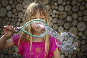 Milla Holmboe blåste såpbubblor.