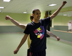 Feras Nour Hussein formligen sopar dansgolvet med sina konkurrenter. På bara fyra tävlingar tar han nu steget upp i guldklassen.