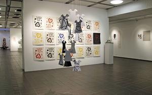 I år dominerar textilen i elevutställningen i Kulturcentrum, sandviken.