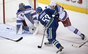 Henrik Lundqvist motade 36 av 38 skott mot Vancouver, och ledde New York till seger.