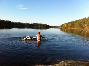 Grabbarnas ungdomstradition med sena höstbad i Långsjön skulle plötsligt återupplivas efter 30 år denna underbara oktoberdag!