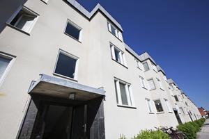 kompromisslösning. Bara ett av de tre aktuella hyreshusen i Dalslänningen byggs på med två nya våningar. Ett hus rustas och ett lämnas tills vidare orört. Det blev till sist den kompromisslösning som Sandvikenhus och Hyresgästföreningen kunde enas om.