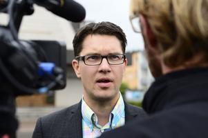 Det är bra att Sverigesdemokraternas partiledare Jimmie Åkesson vill städa i partiet, men han bli inte trovärdig förrän han riktar udden mot vissa medlemmar i den egna riksdagsgruppen.