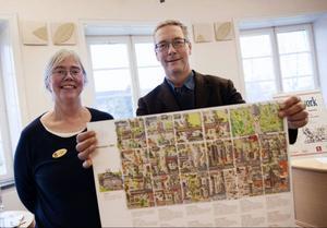 Cristina Agdler och Anders Suneson visar den karta som tagits fram efter inspiration från 12-åriga Ida Larssons dagboksanteckningar. Idas dagbok ligger till grund för stadsvandringar med barn som blivit otroligt populära.